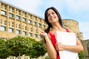 Planifica tus estudios en España. Comienza por conocer la lista de universidades más importantes del país.