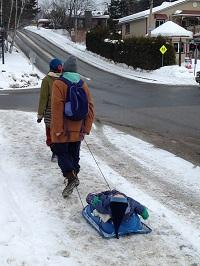 Los quebequenses continúan su vida cotidiana durante el invierno.