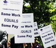 Funcionarios canadienses de inmigración en huelga