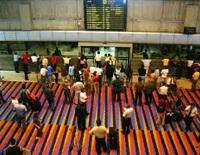 De acuerdo con un estudio, diez de cada cien venezolanos buscan emigrar.