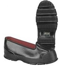 """Calzado protector masculino, llamado """"overshoes"""", en inglés y """"claque"""" o """"couvre-chaussure"""", en francés."""