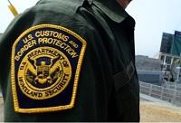 Los agentes de inmigración y seguridad de las fronteras analizan cuidadosamente las pruebas presentadas por los solicitantes de refugio.
