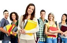 Algunos estudiantes logran obtener un estatus legal como trabajadores temporales, tras la finalización de los estudios.