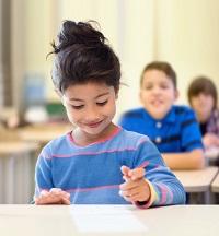 Los niños inmigrantes pueden aprender varias lenguas.