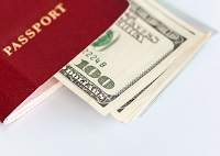 Saber con cuánto dinero se cuenta es importante a la hora de emigrar.