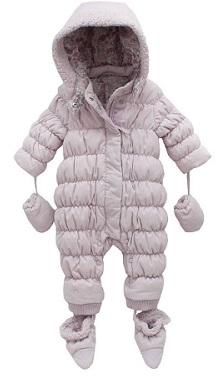 Típico traje de invierno de una sola pieza para bebés.