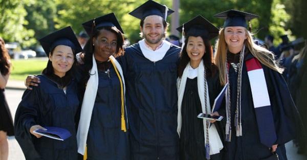 Más de quince mil estudiantes de 140 países están inscritos en los programas académicos de Webster University.
