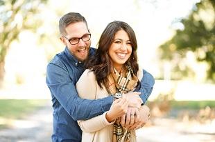 Canadá reconoce el reagrupamiento familiar entre parejas heterosexuales o del mismo sexo, legalmente constituidas y tambiçen parejas de hecho.