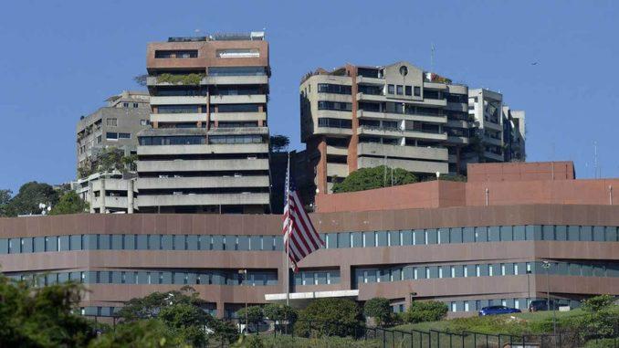Estados Unidos suspende temporalmente las operaciones de su embajada en Caracas